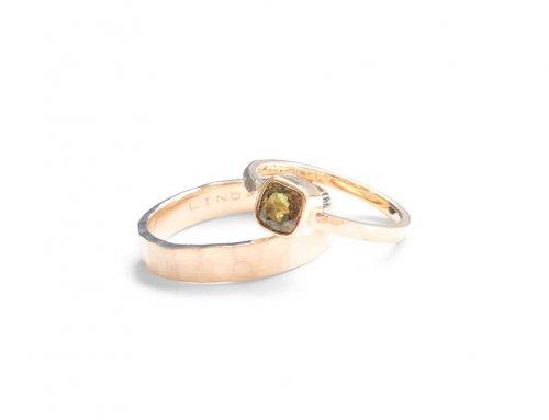 Grof gevijlde ringen – Olijfgroene saffier